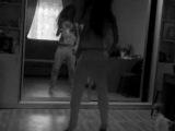 девушка танцует перед зеркалом часть 2